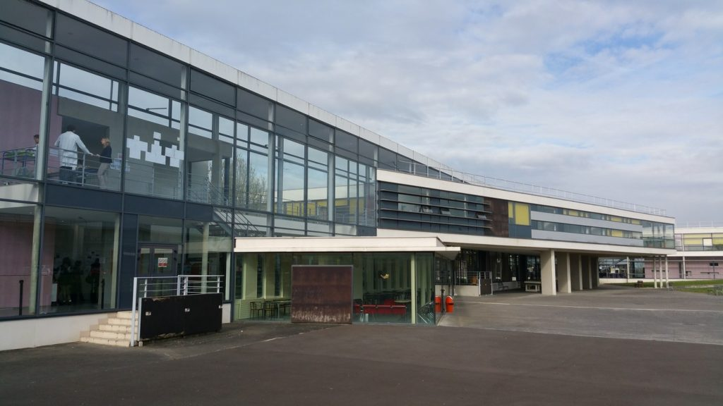 "Lycée ""Paul Émile Victor"" à Osny"